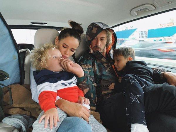 Айза и Дмитрий Анохины с детьми